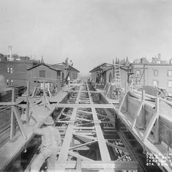 Second Avenue elevated train under construction in 1915