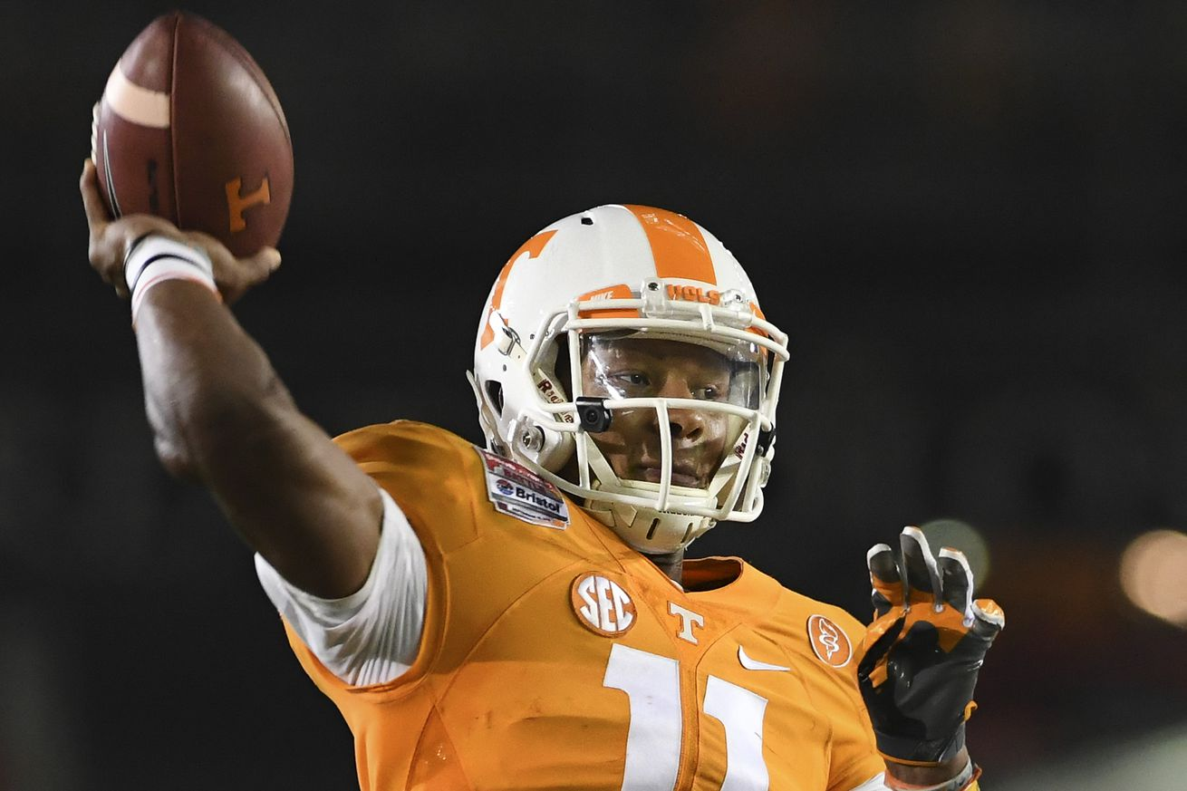 No. 15 Tennessee holds off 4-TD underdogs Ohio 28-19