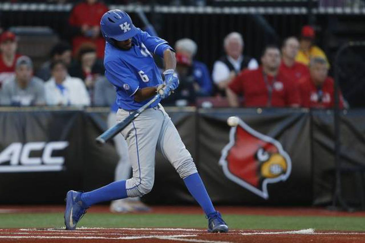 No. 10 Kentucky defeats No. 2 Louisville, 11-7