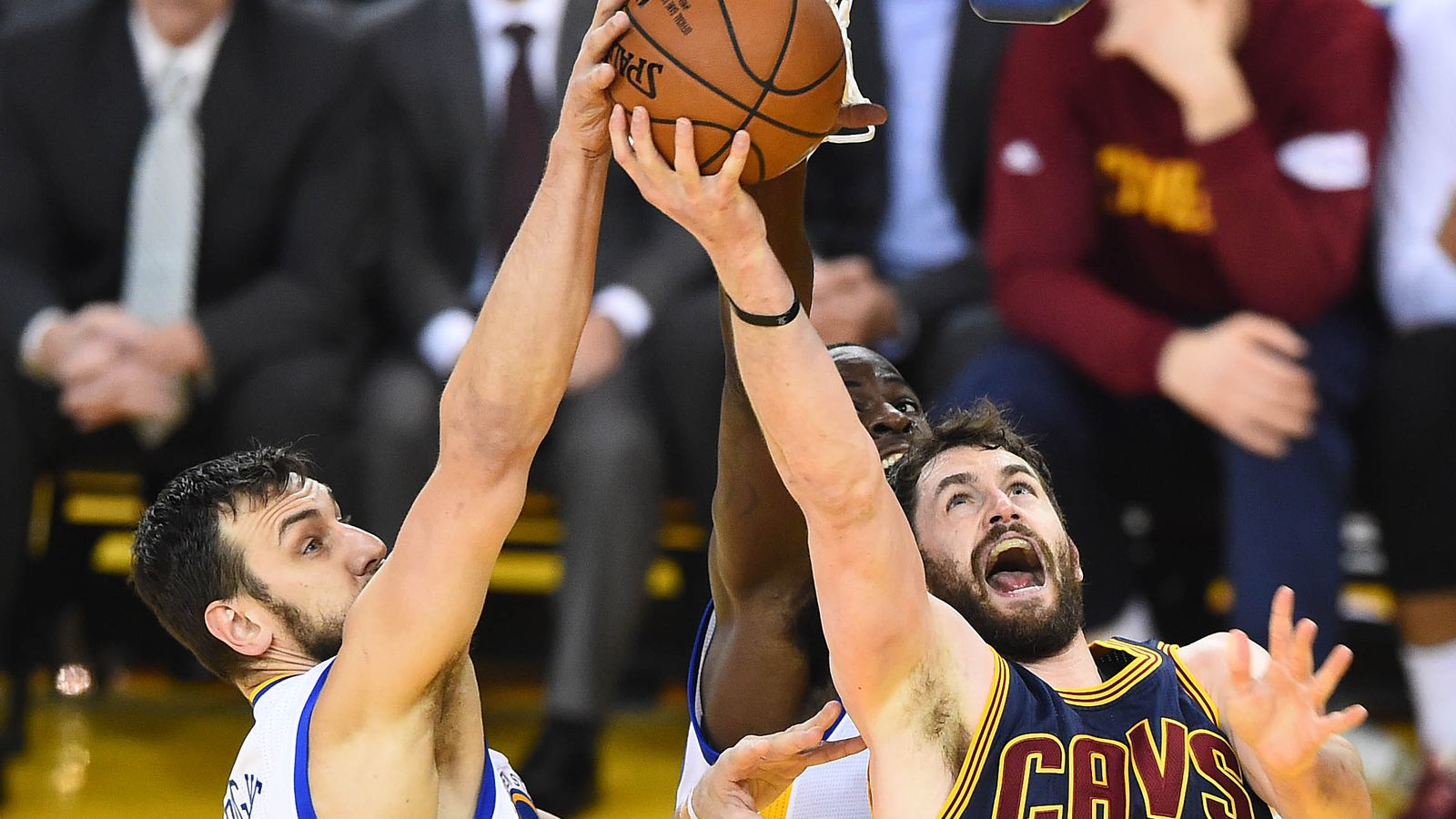 Warriors trade Andrew Bogut to Mavericks to clear cap space to sign Kevin Durant