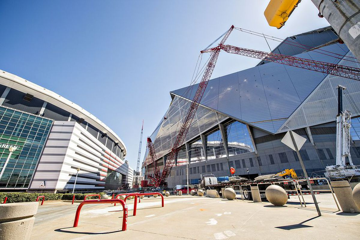 At atlanta falcons mercedes benz stadium complex roof for Mercedes benz dome in atlanta