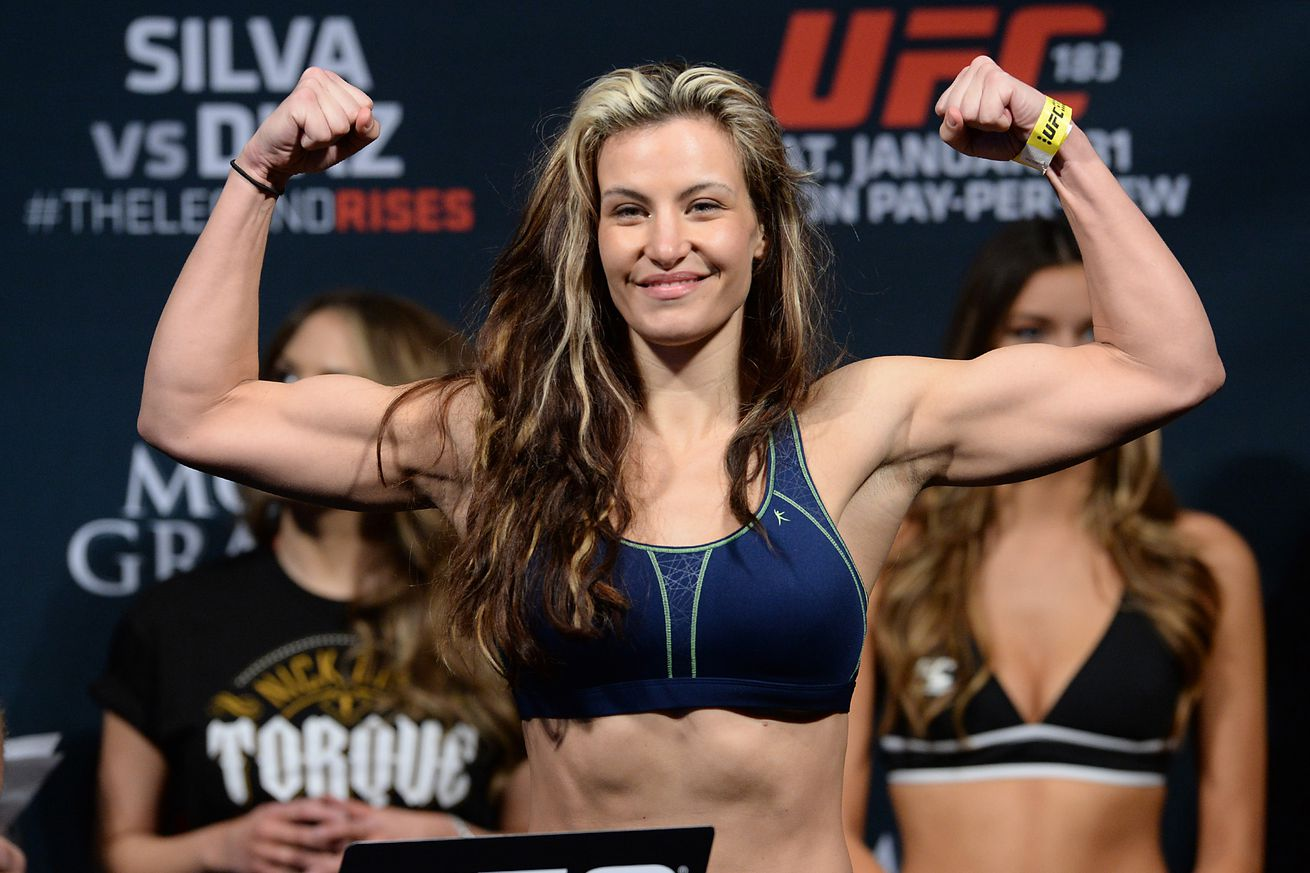 Miesha Tate carries injured 6-year-old girl down hiking trail