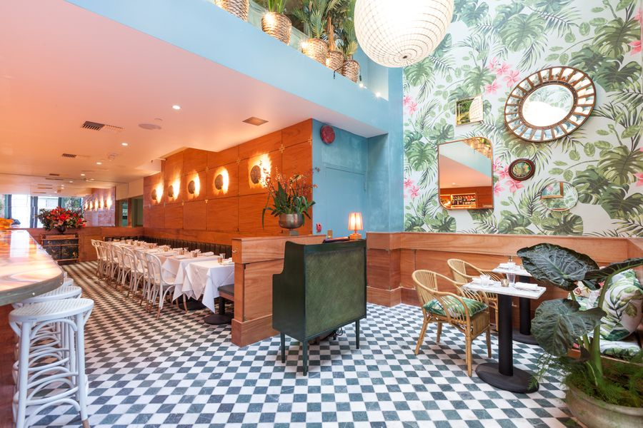 Look Around Leo S Oyster Bar A Funky Glamorous Trip Back