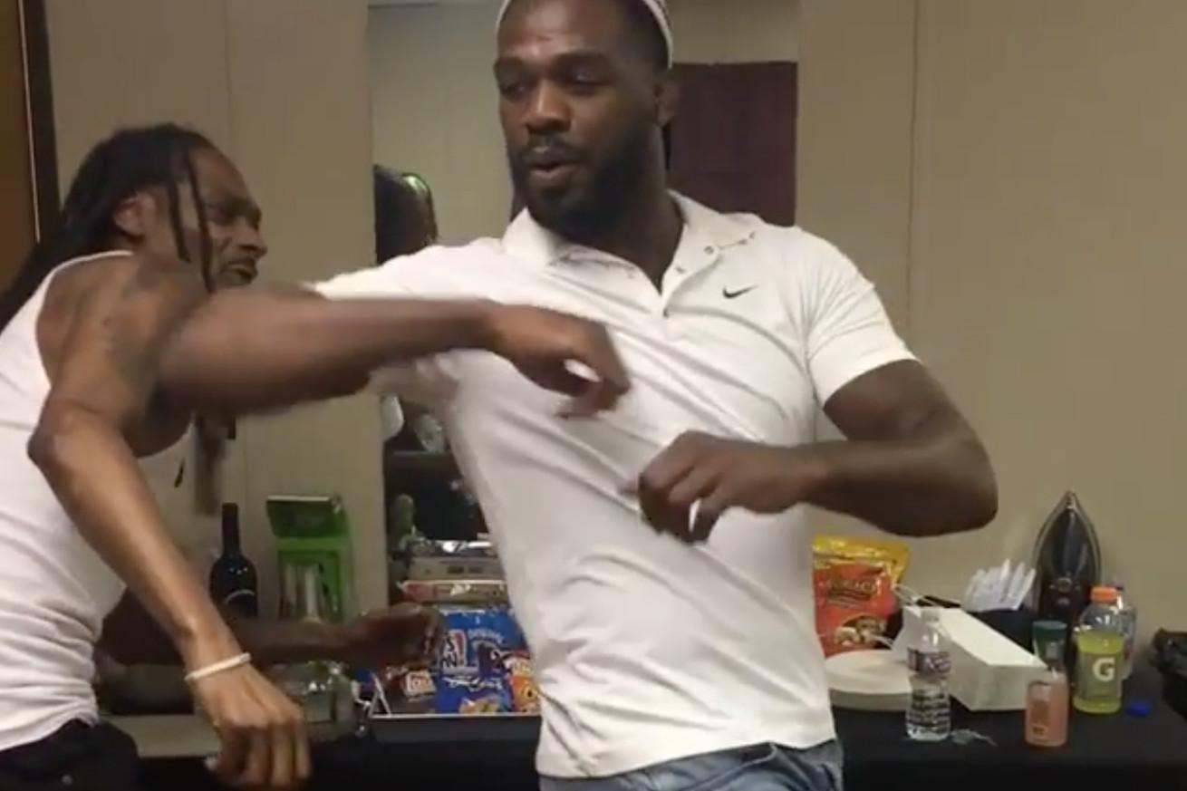 community news, Video: Jon Jones teaches Snoop Dogg how to throw spinning elbow