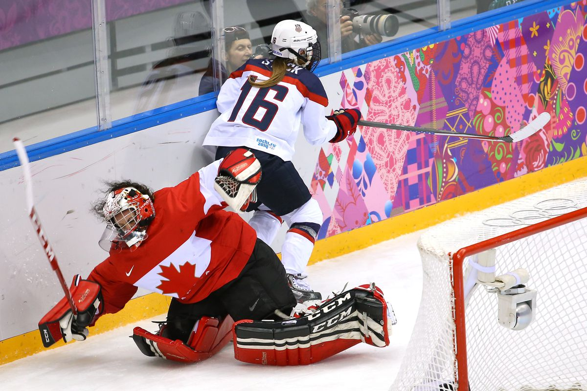 Canada in unfamiliar territory at women's world hockey championship