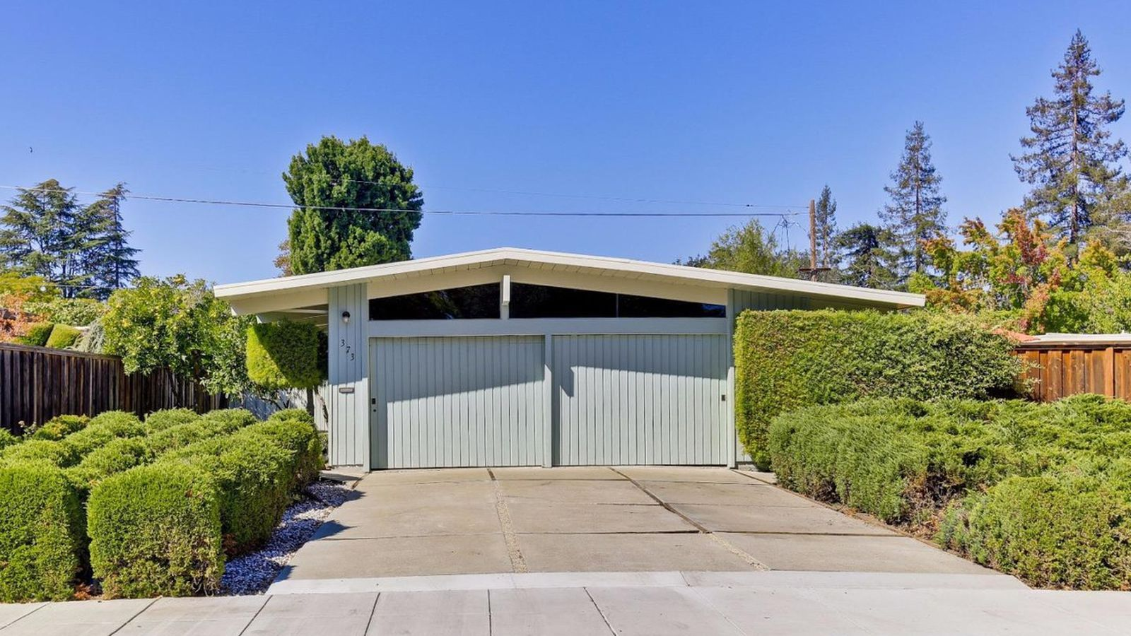 Palo Alto Eichler Featuring Revamped Interiors Asks 2