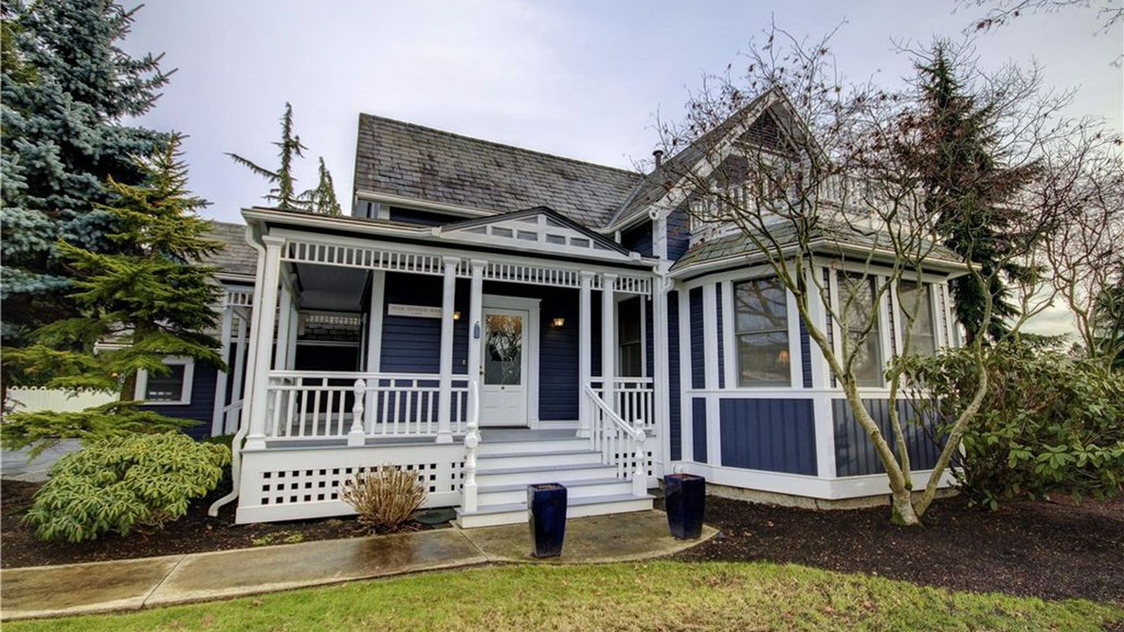 Lounge in a laconner victorian with a pool curbed seattle for Victorian tiny house for sale