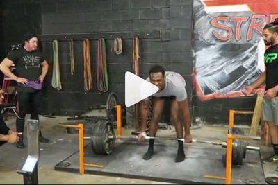 Video: Gym rats cheer as Jon Jones deadlifts crazy amount of weight