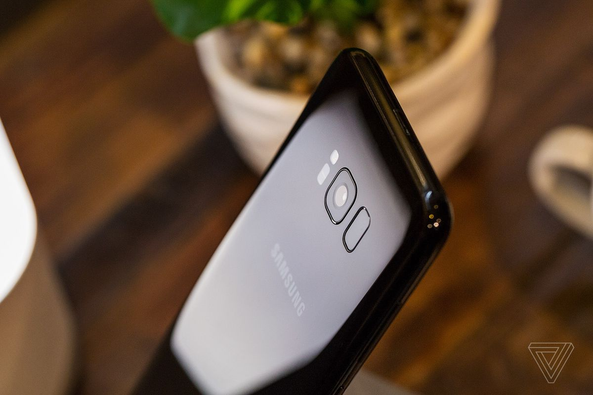 Samsung Galaxy S8: Facial recognition unlock system bypassed using a photograph
