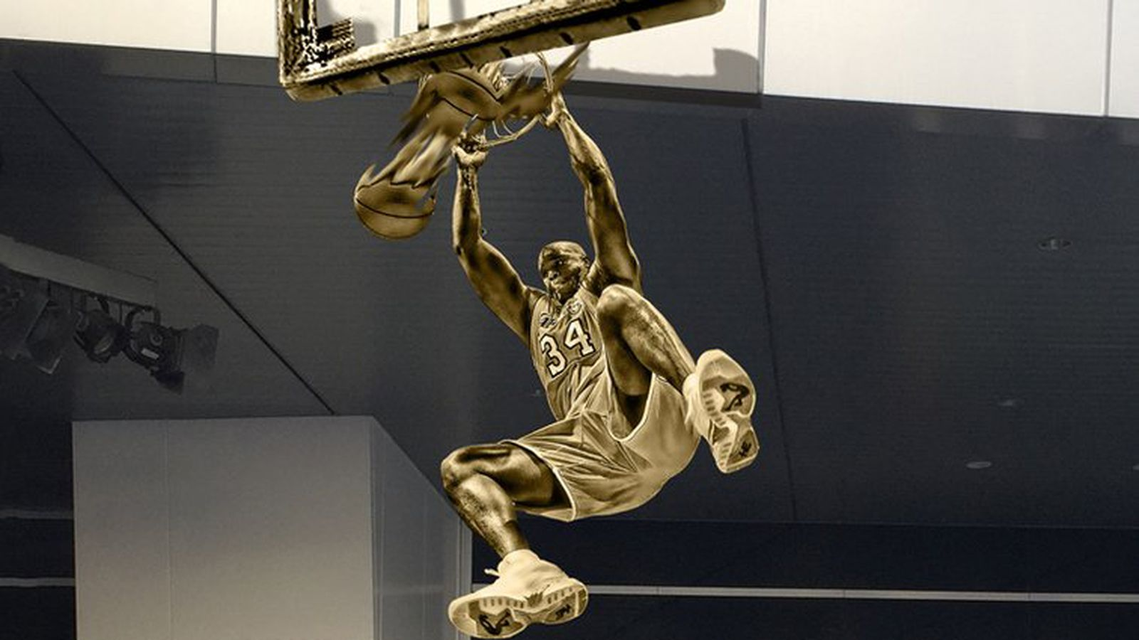 The Lakers Will Honor Shaquille O Neal With This Gold