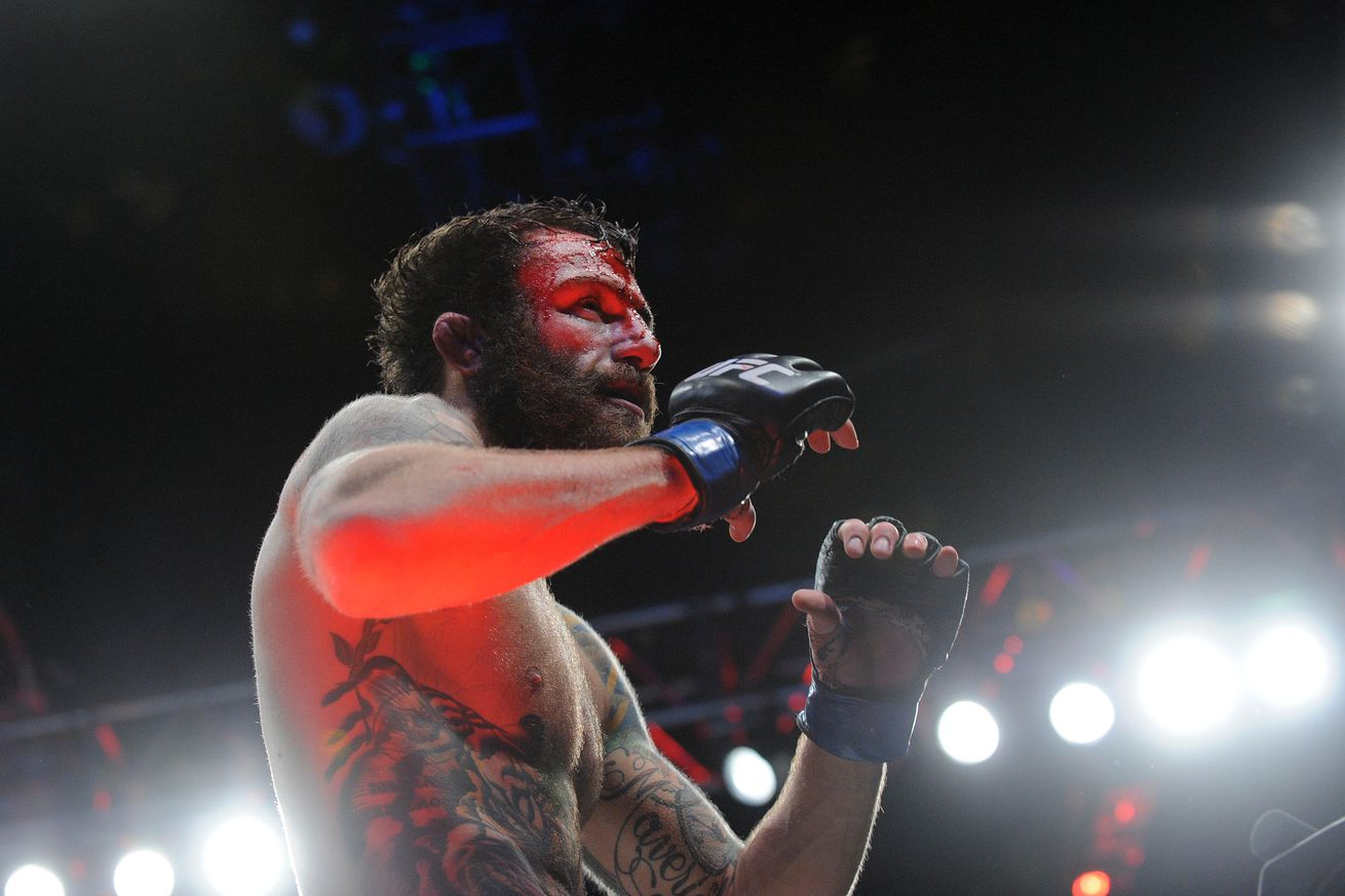 UFC on FOX 19 results: Michael Chiesa submits Beneil Dariush, calls out Tony Ferguson