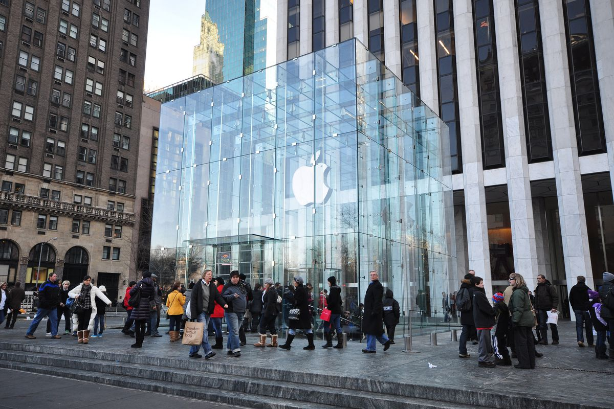 Apple Store S Glass Cube On Fifth Avenue Is Taking A