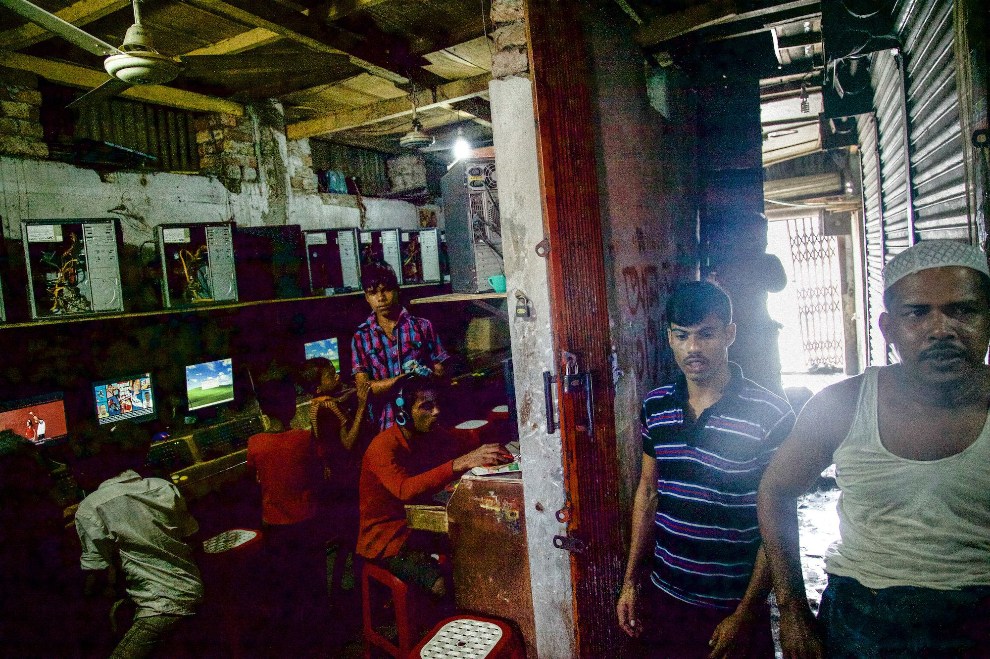 gaming in dhaka photo essay  video game dens are crammed into back alleys they are the only entertainment available to many