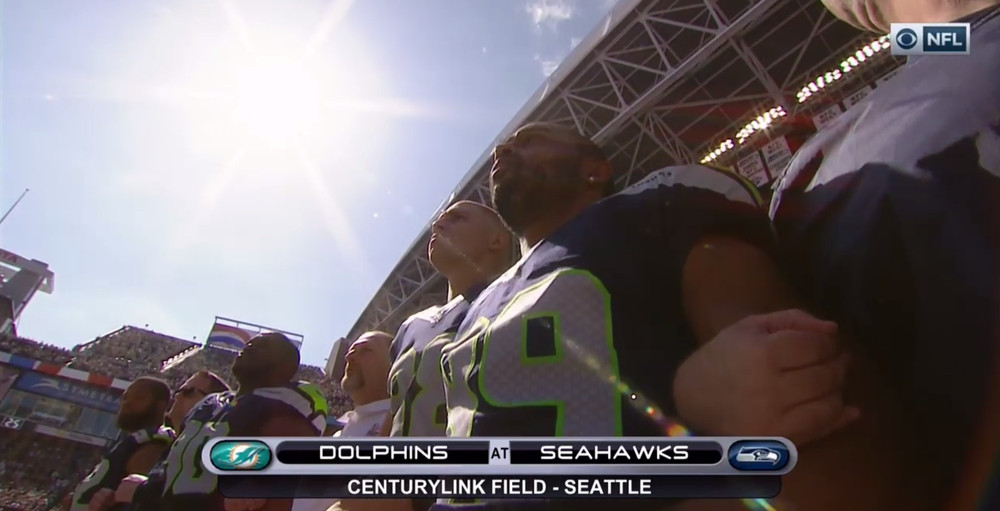 Seahawks link arms 2