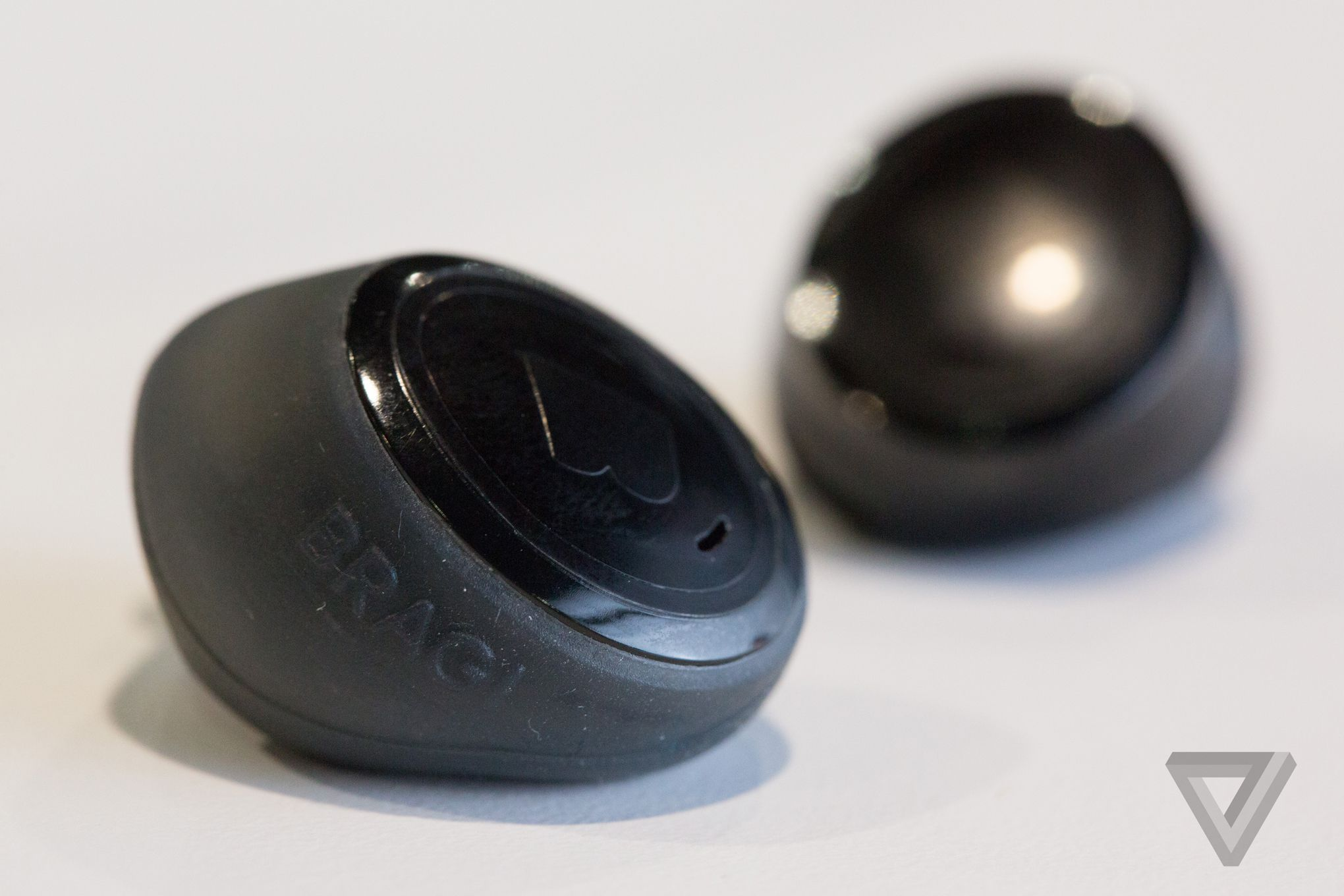 The First Truly Wireless Earbuds Are Here And They Re