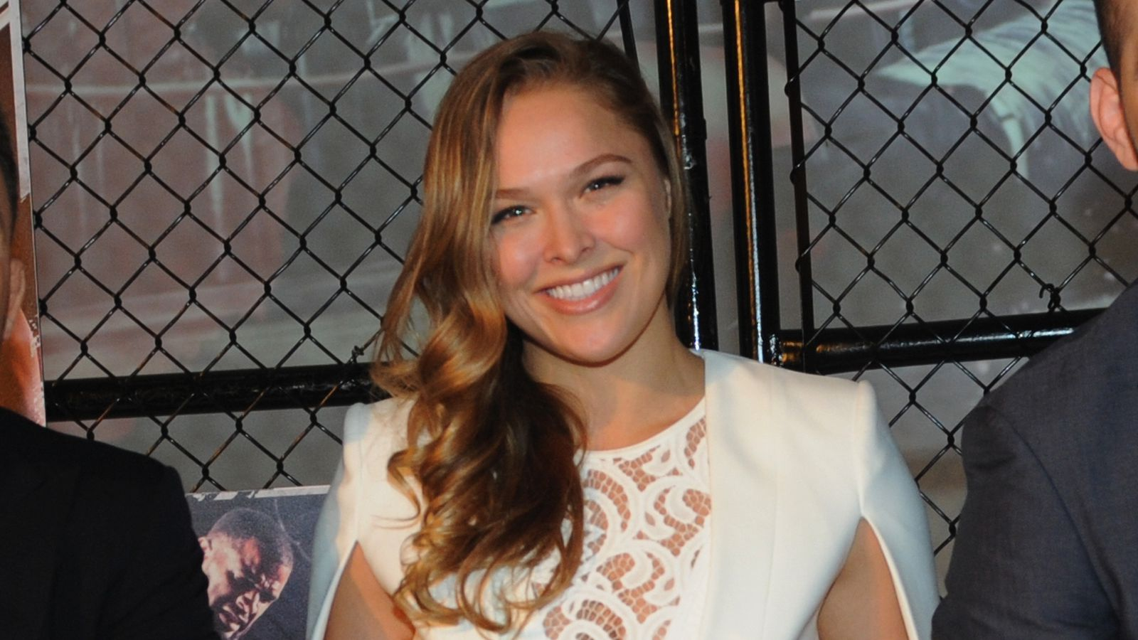 ronda hispanic single men Model claims ufc fighter ronda rousey is dating her 'abusive  fighter travis browne while neither ronda, 28, nor  declined to comment to daily mail online.