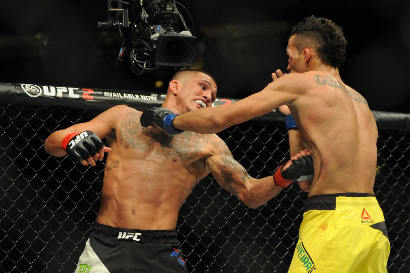 Oops! Anthony Pettis accidentally punched Charles Oliveira back into consciousness at UFC on FOX 21