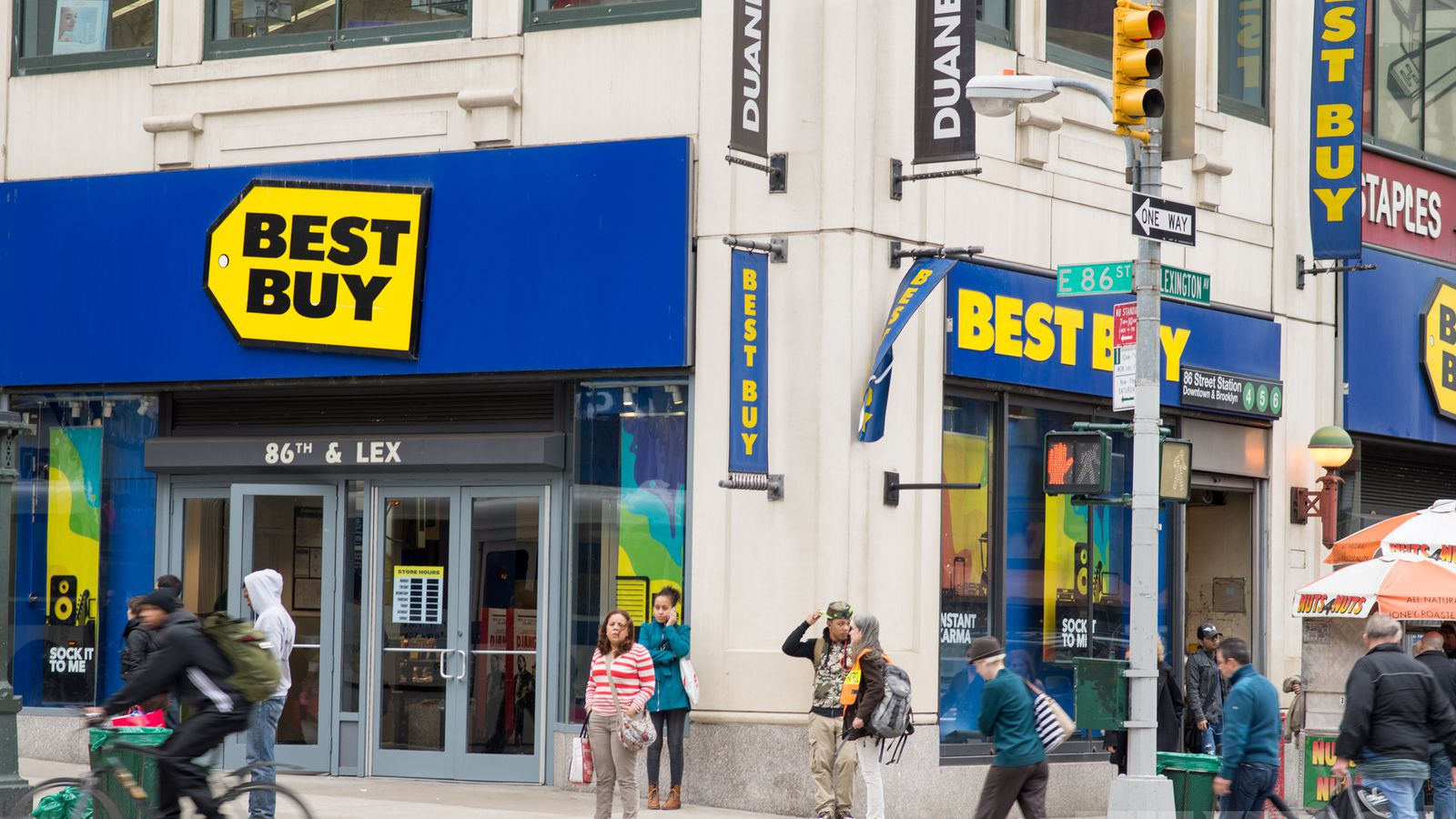 At Best Buy Union Square, we'll keep your devices running smoothly with the full range of expert services from Geek Squad®. We're here to help, so visit us at 52 E 14th St in New York, NY to find the perfect new camera, laptop, Blu-ray player, smart lighting or activity tracker dirtyinstalzonevx6.gaon: 52 E 14th St, New York, , NY.