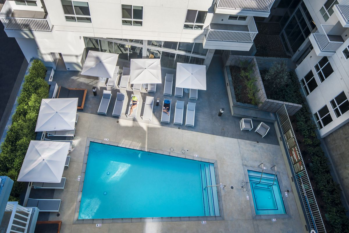 New downtown la apartments offering one lucky artist a for Month to month rental los angeles