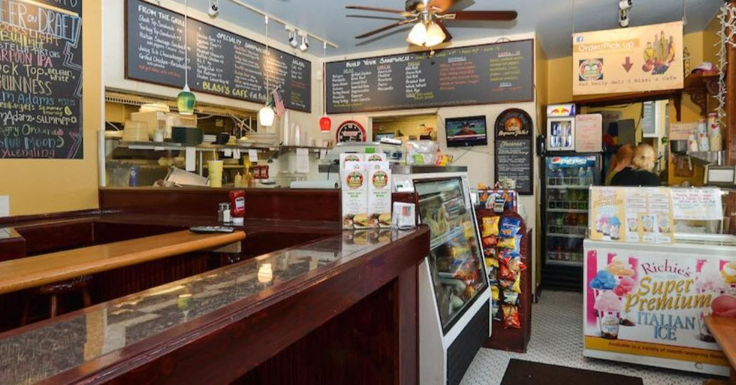 Dorchester Fire Temporarily Shutters Blasi S Caf 233 And Ps