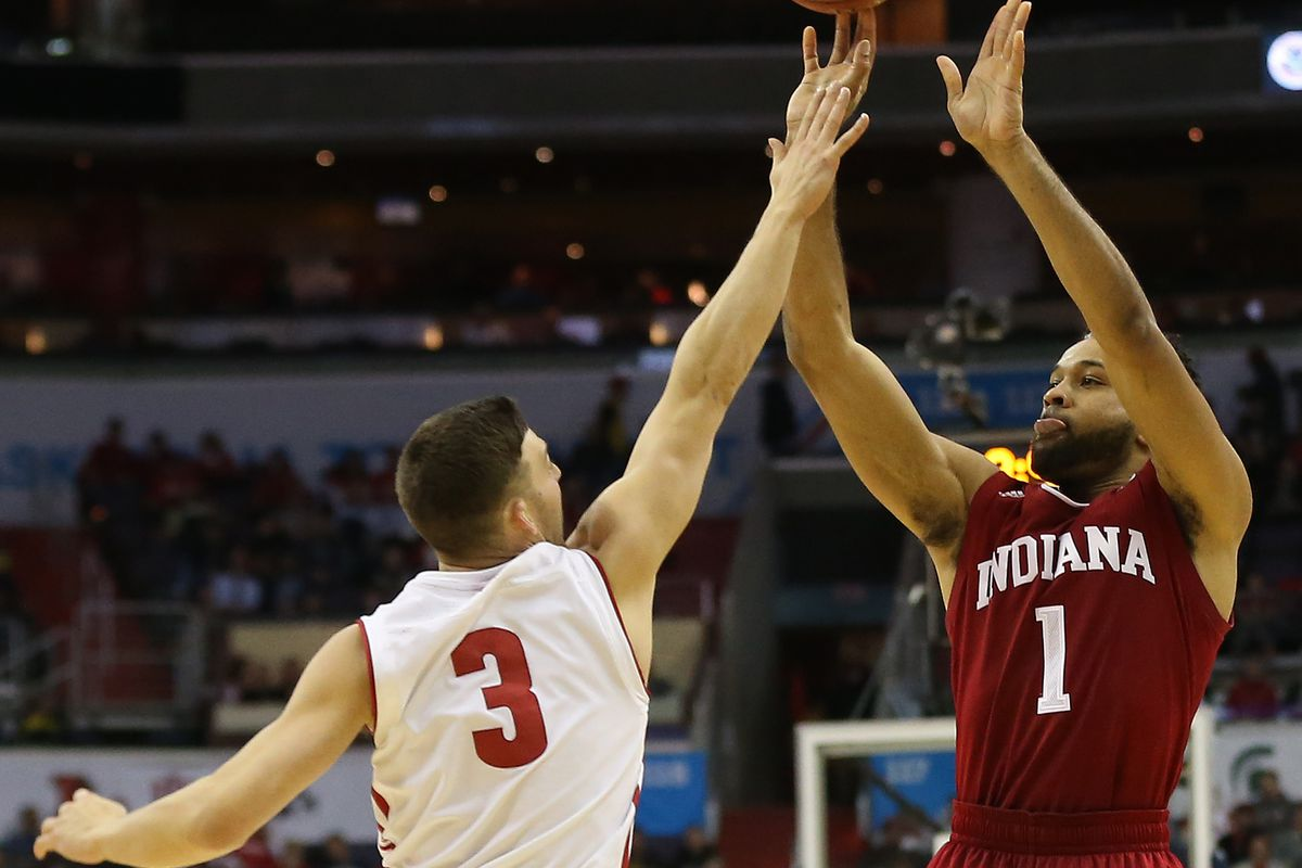 Forward Collin Hartman to return to Indiana for final season