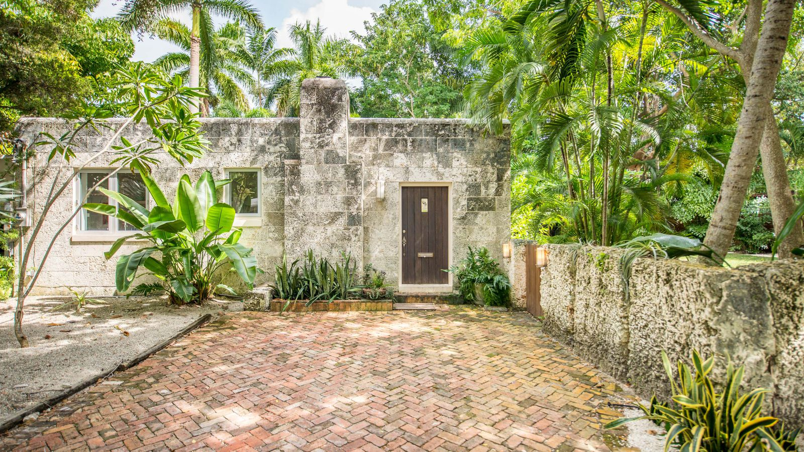 Miami peacock house in coconut grove sells for 850k for Grove house