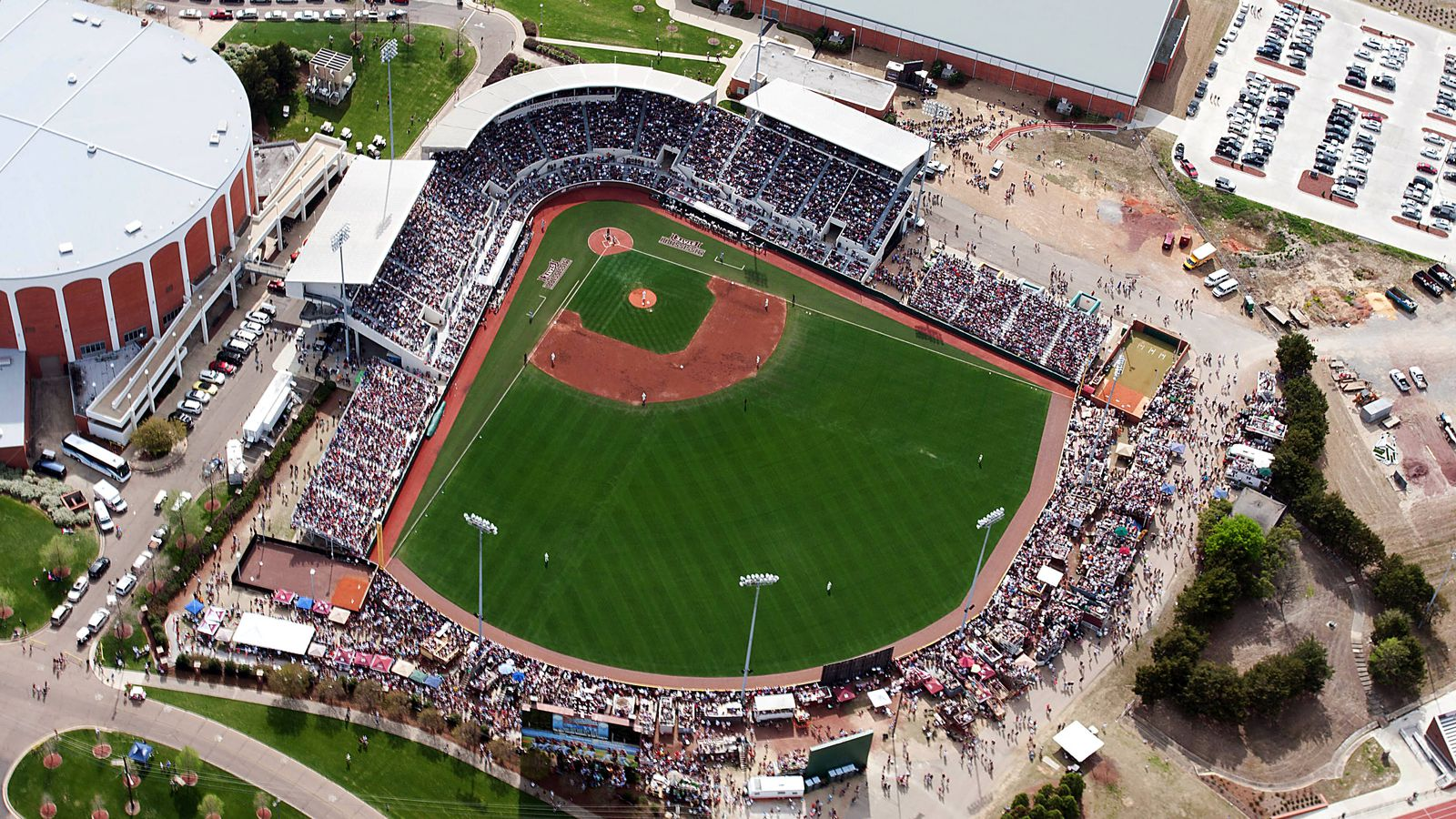 mississippi state baseball hosted largest crowd in a