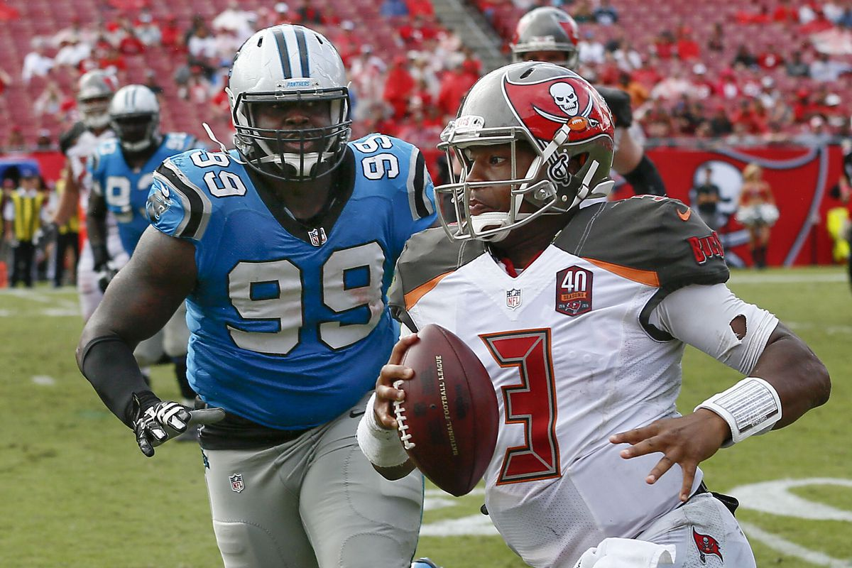 Carolina Panthers lock up Kawann Short