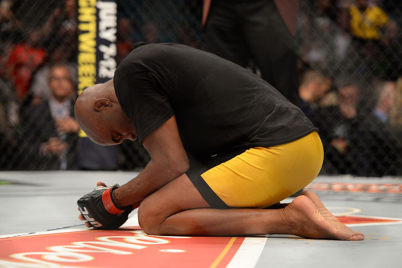 community news, Report: Anderson Silva out of UFC 198, possibly headed to surgery to remove gall bladder