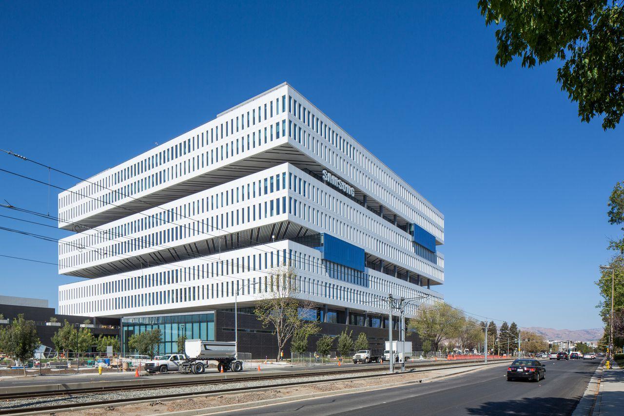 11 million square feet of open plan design apple new office design
