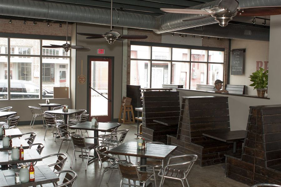 Stonedeck Pizza Pub Joins Deep Ellum With 'American-Style' Pies ...