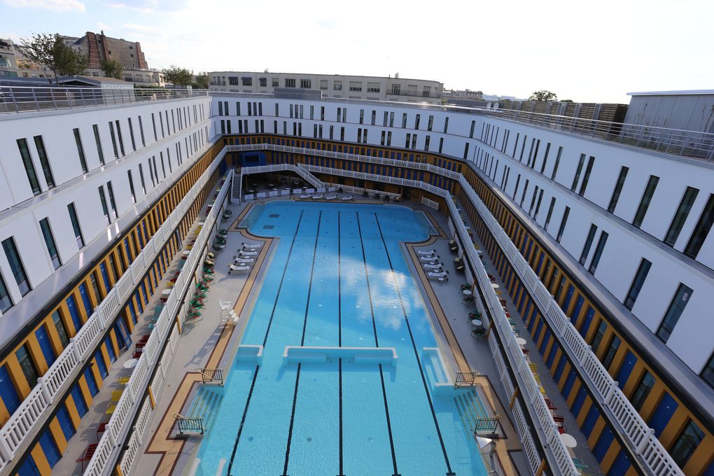Swimming in luxury an iconic pool is reborn in paris for Piscine molitor