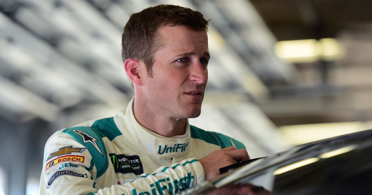 Nascar News Kasey Kahne Signs With Leavine Family Racing
