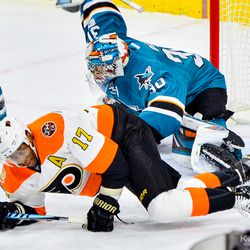 Aaron Dell takes down Wayne Simmonds in front of his net