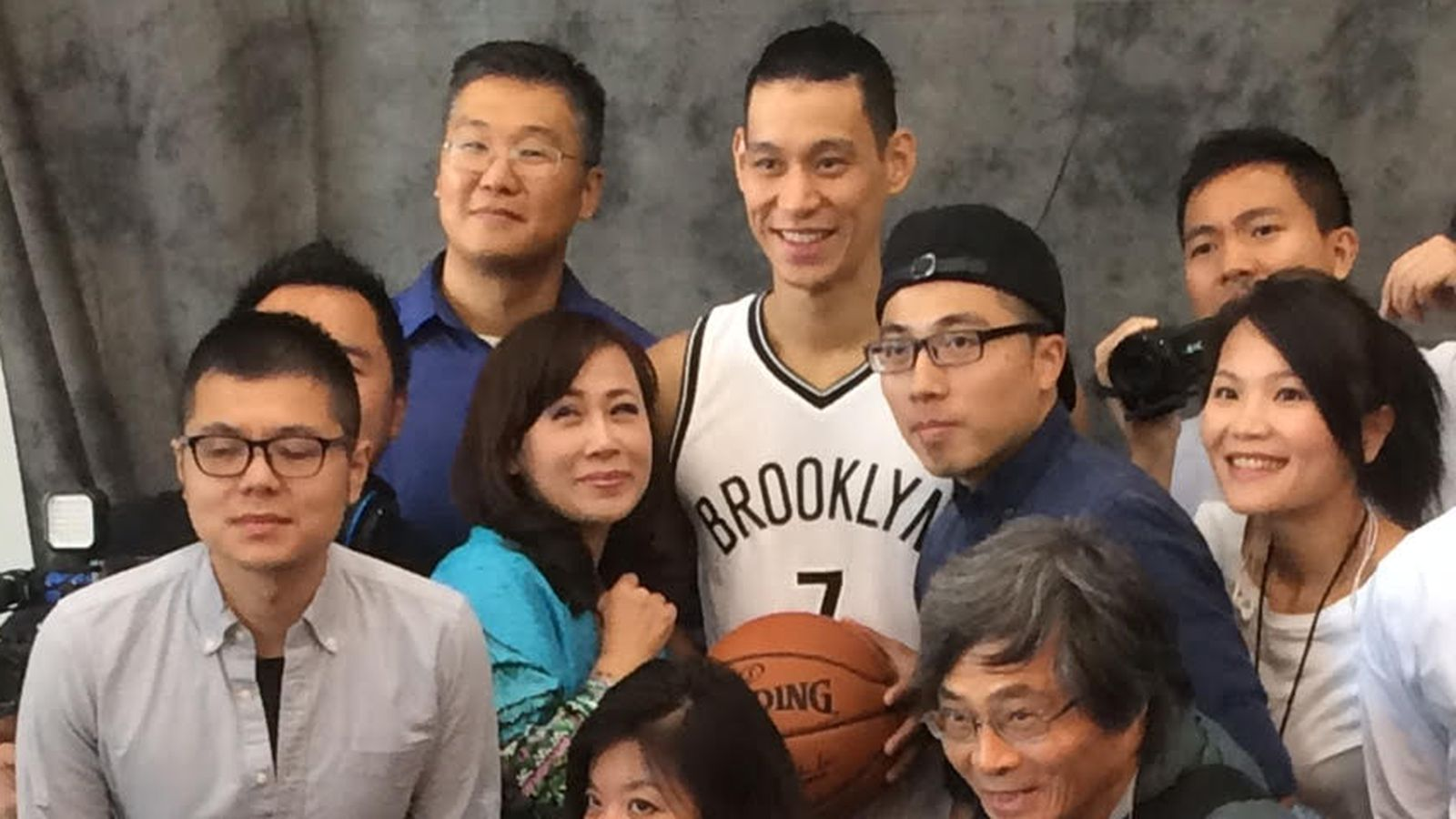 Lin_with_chinese_media.0.0