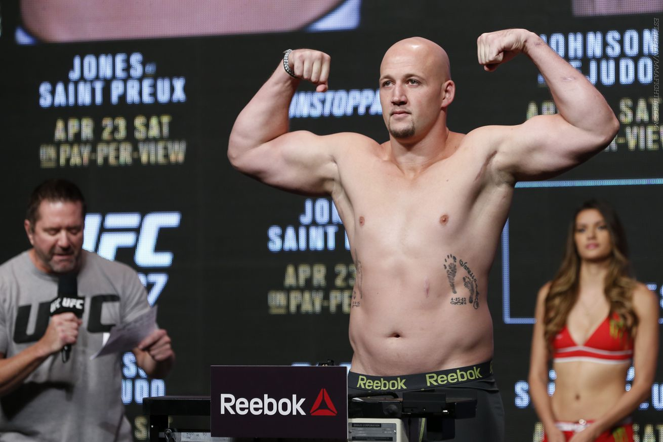 Ex UFC fighter Cody East accused of kneeing girlfriend in head, dragging her by hair