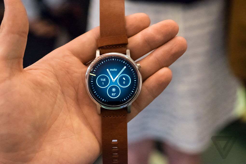 motorola 39 s new moto 360 watches are sleeker smarter and. Black Bedroom Furniture Sets. Home Design Ideas
