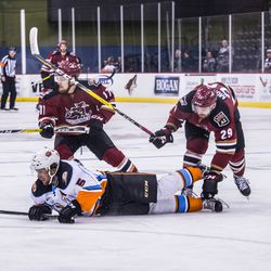<strong>Branden Troock</strong> eyes the puck as <strong>Mitch Moroz </strong>gets caught up with a Gulls player