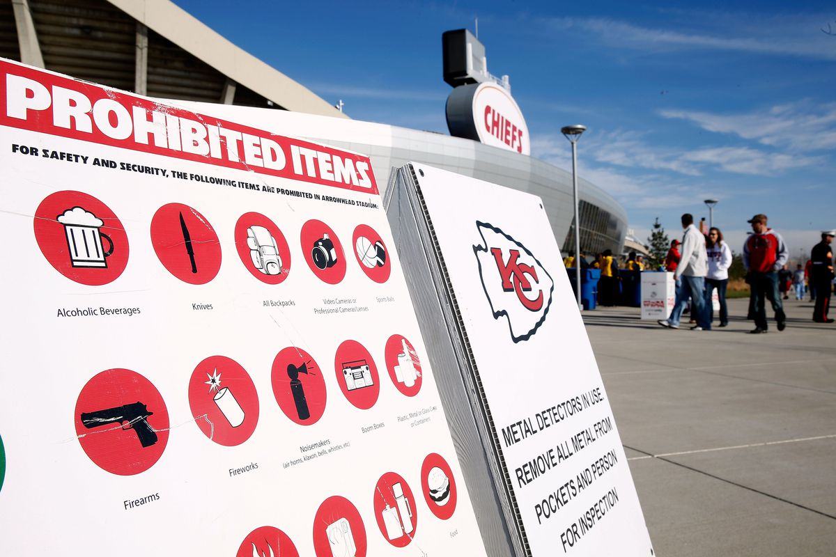 nfl s new bag policy and what you can bring into arrowhead for jamie squire
