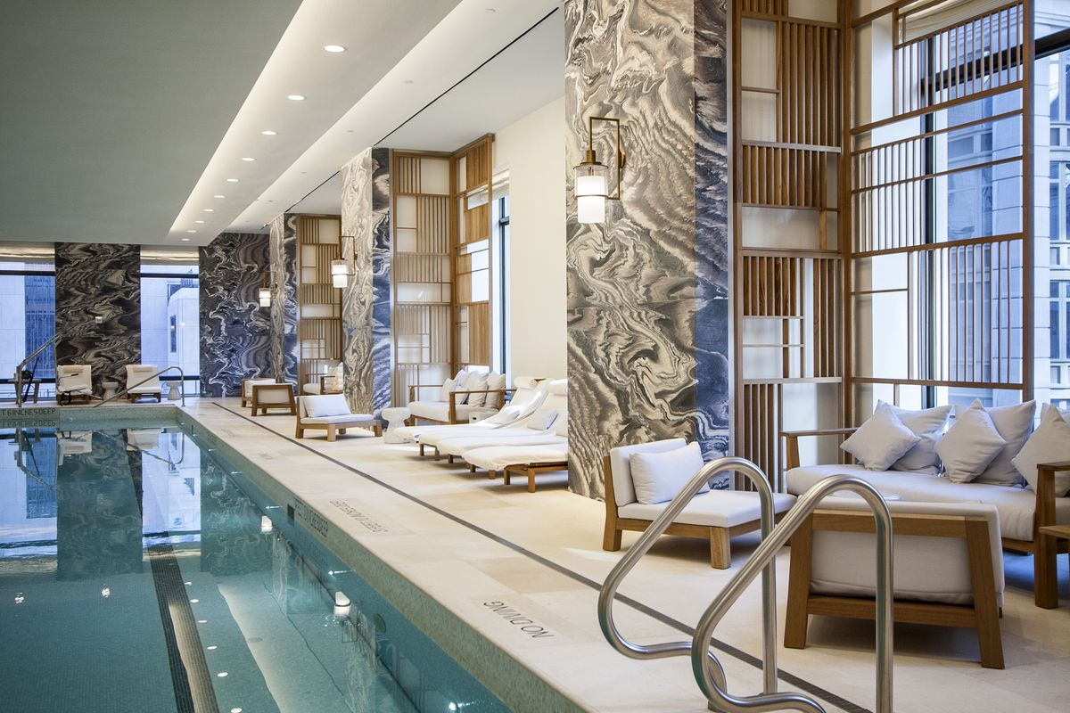 Robert a m stern 39 s 30 park place reveals its posh for Hotel avec piscine interieur