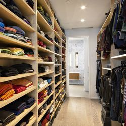 Ultra Modern Dumbo Townhouse With Next Level Closets Gets