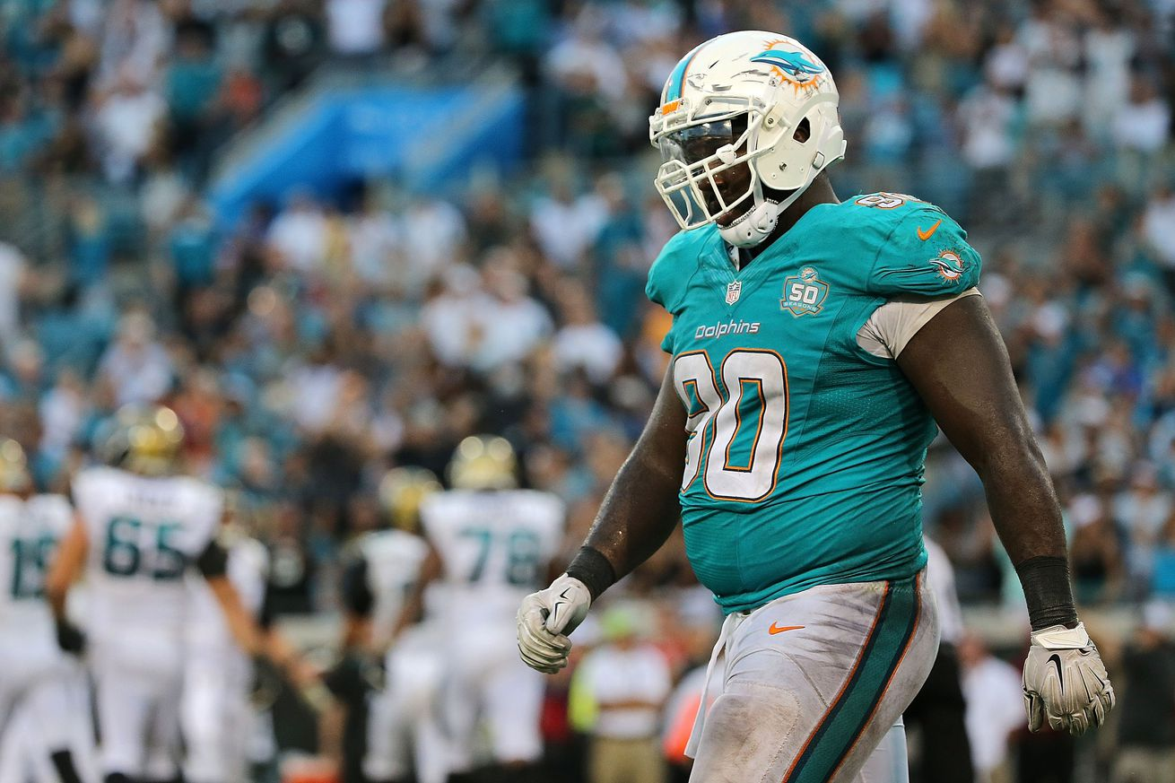Report: 49ers sign defensive lineman Earl Mitchell after they outbid the Broncos