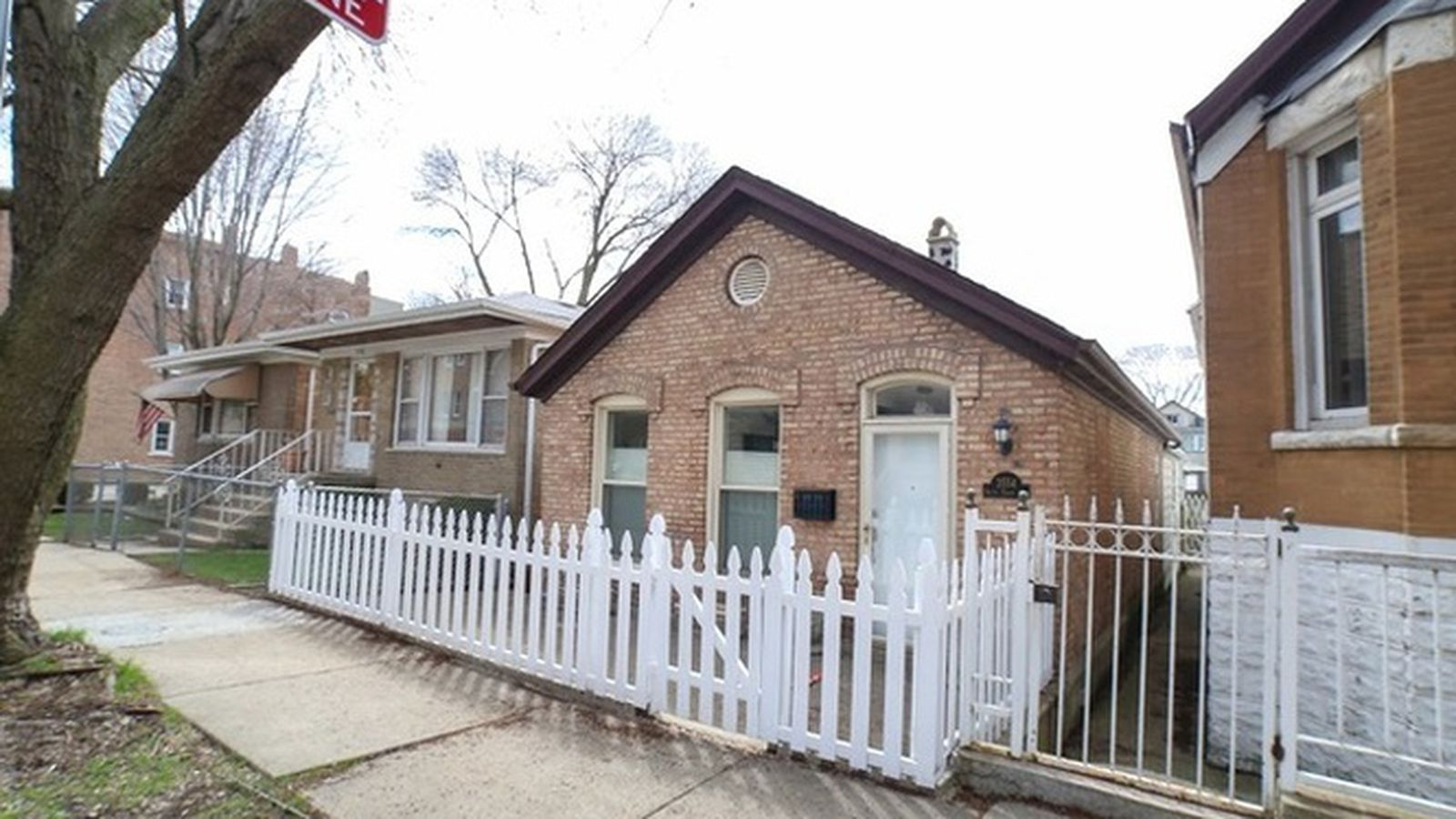 Get a rehabbed worker cottage in bridgeport for 268k for House in chicago for sale