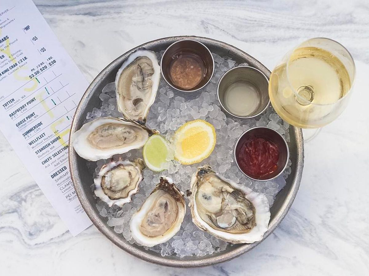 13 places to score 1 oysters in miami eater miami for Izzys fish and oyster