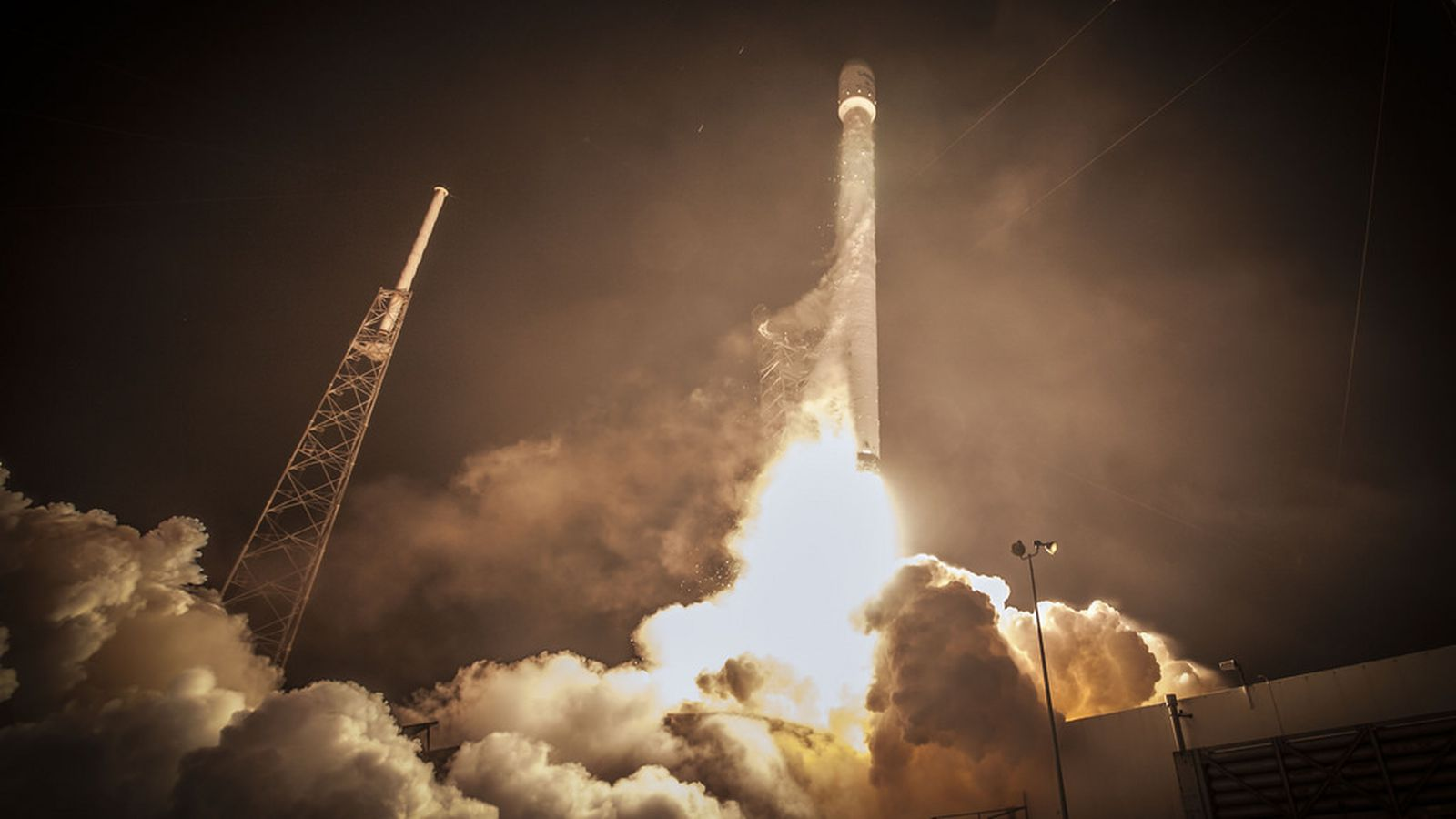 spacex follows nasa by publishing images without copyright