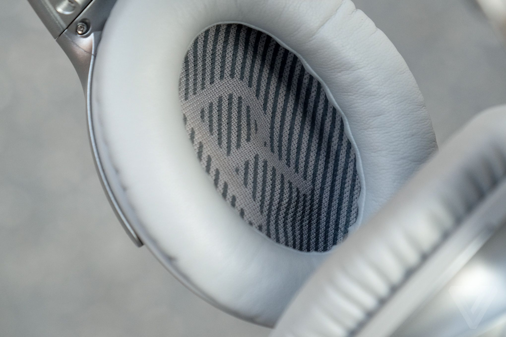 Bose QuietComfort 35 review: the best noise-canceling ...