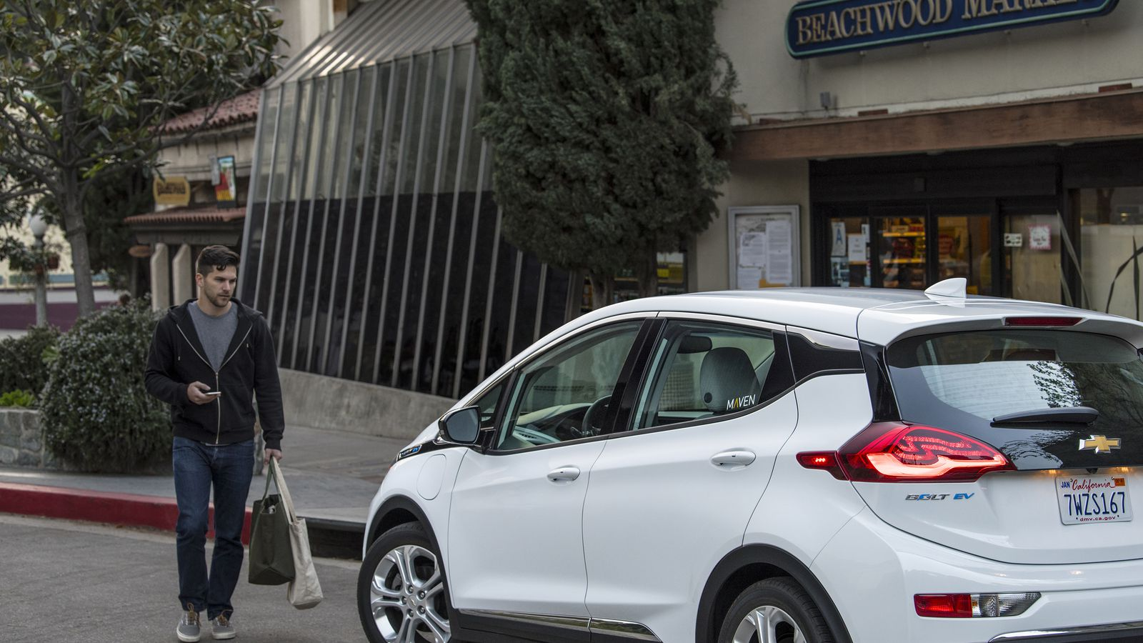 gm is deploying over 100 electric chevy bolts for its car sharing service in la the verge. Black Bedroom Furniture Sets. Home Design Ideas