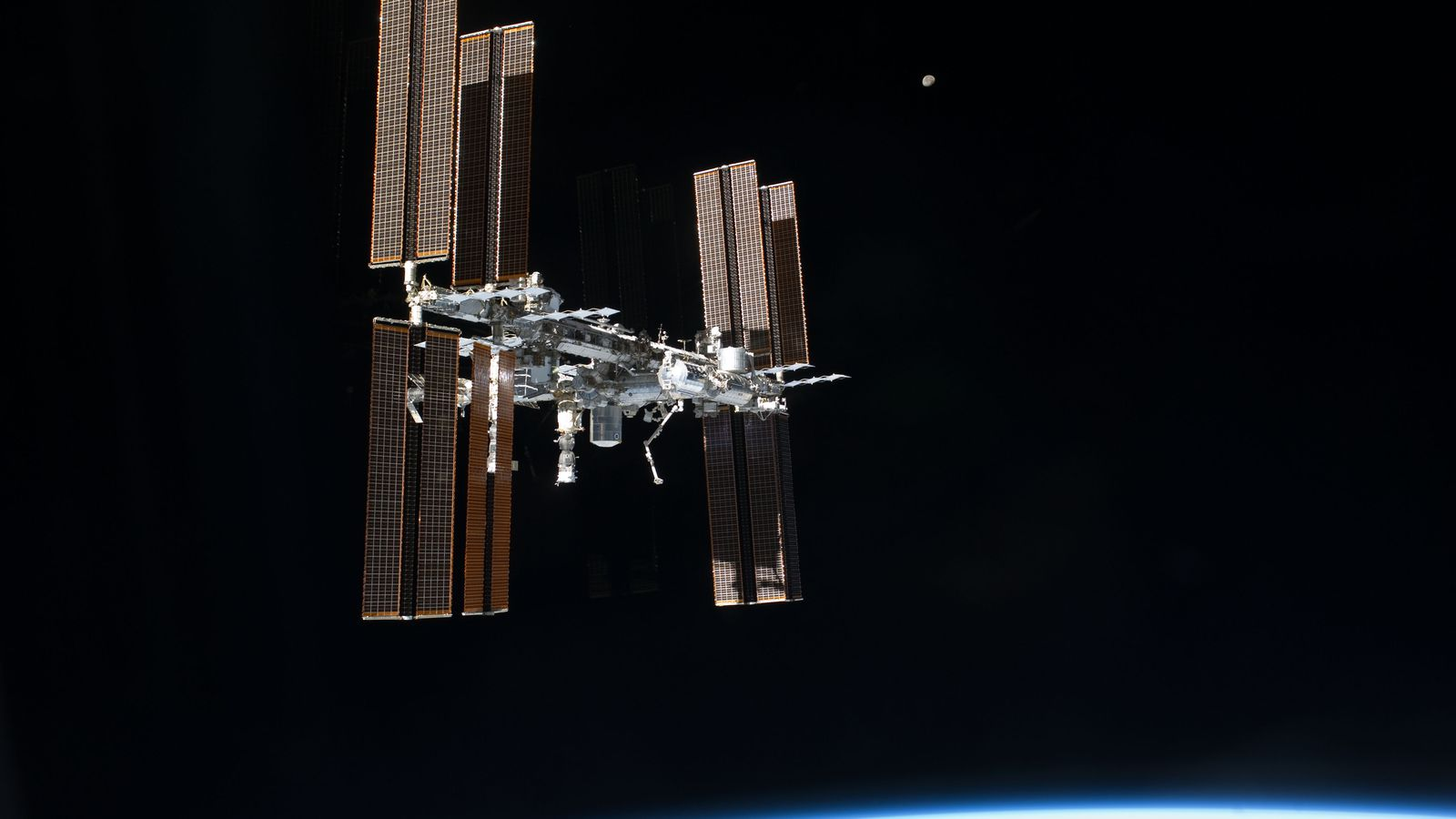 abroad the international space station Ibm's watson will provide the ai brain for an airbus designed robot that'll be joining astronauts aboard the international space station this summer.