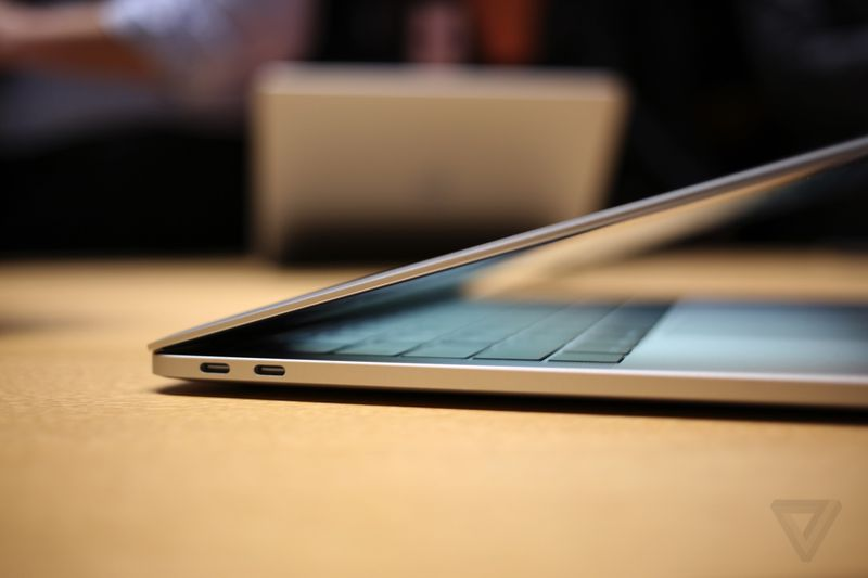 MacBook Pro 2016 hands-on photos