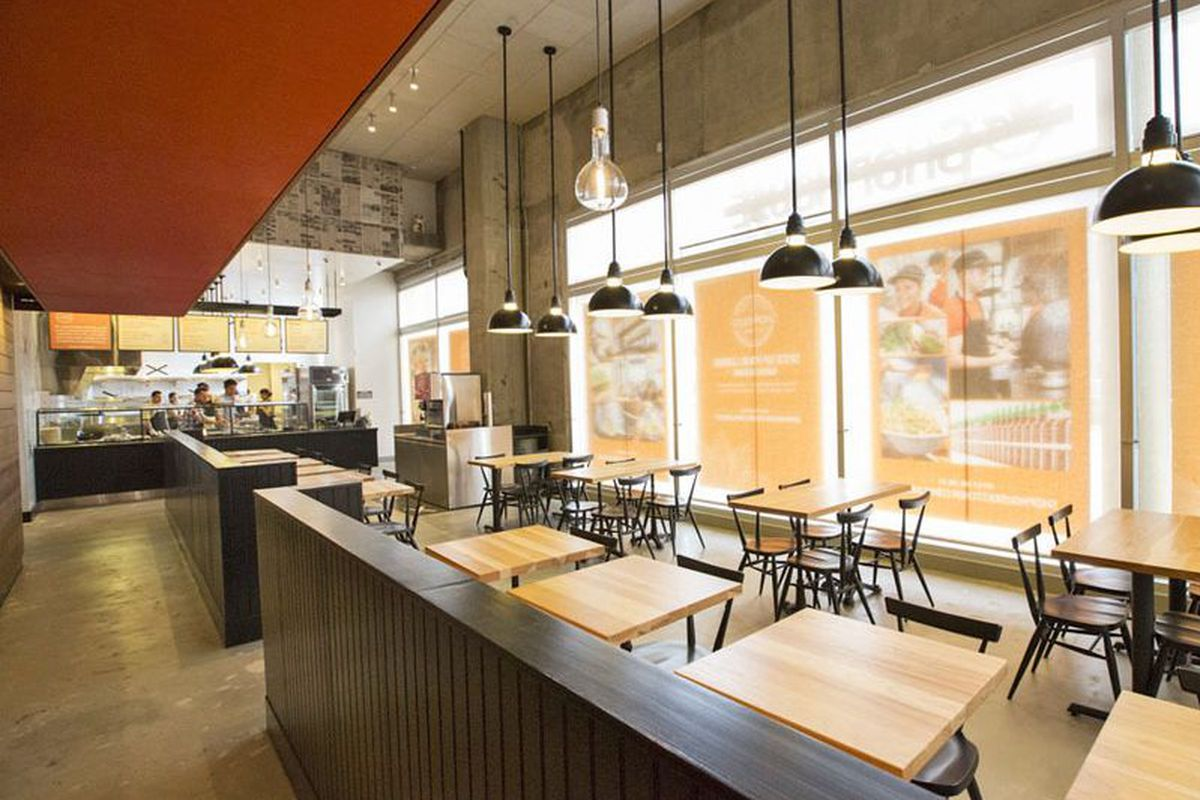 Shophouse chipotle 39 s asian concept snags first chicago for Kitchen 24 hollywood